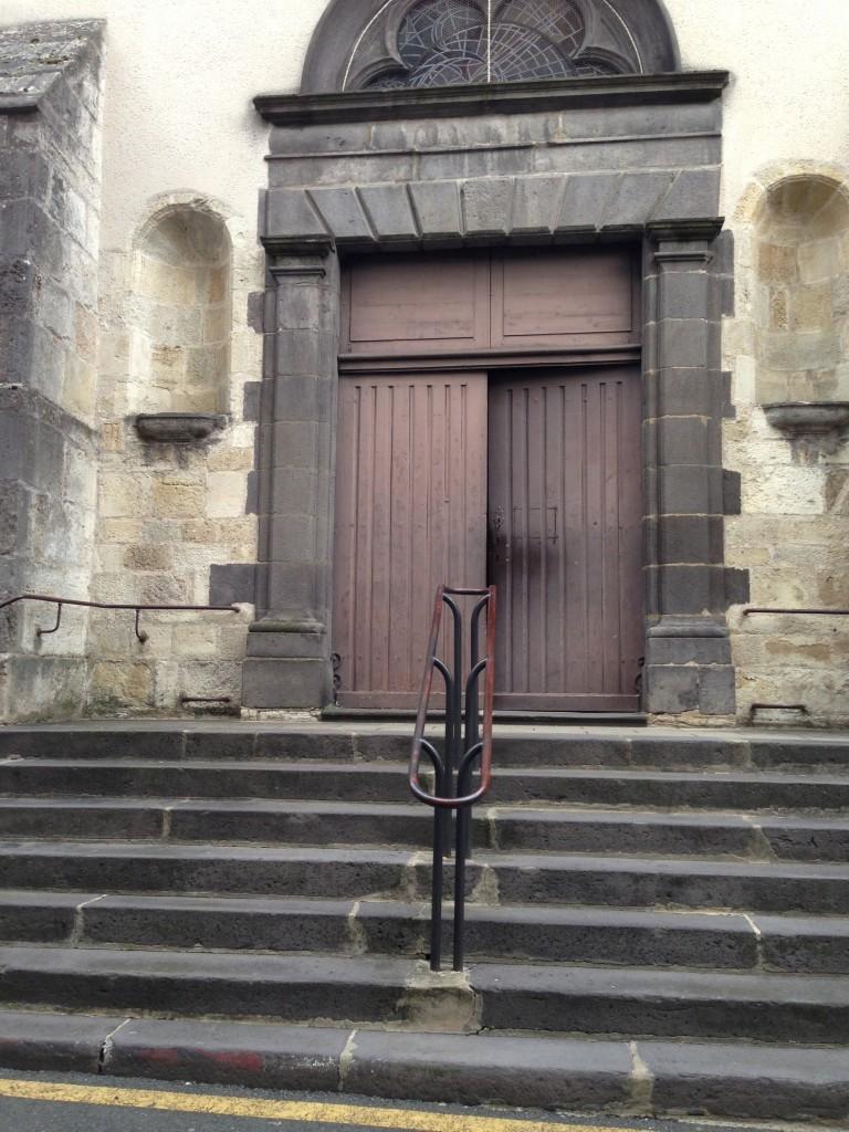 red door vichy church
